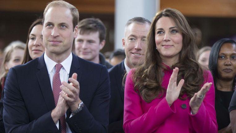 Prins William en Kate brachten afgelopen vrijdag een bezoek aan een armere wijk in het zuiden van Londen. Beeld PHOTO_NEWS