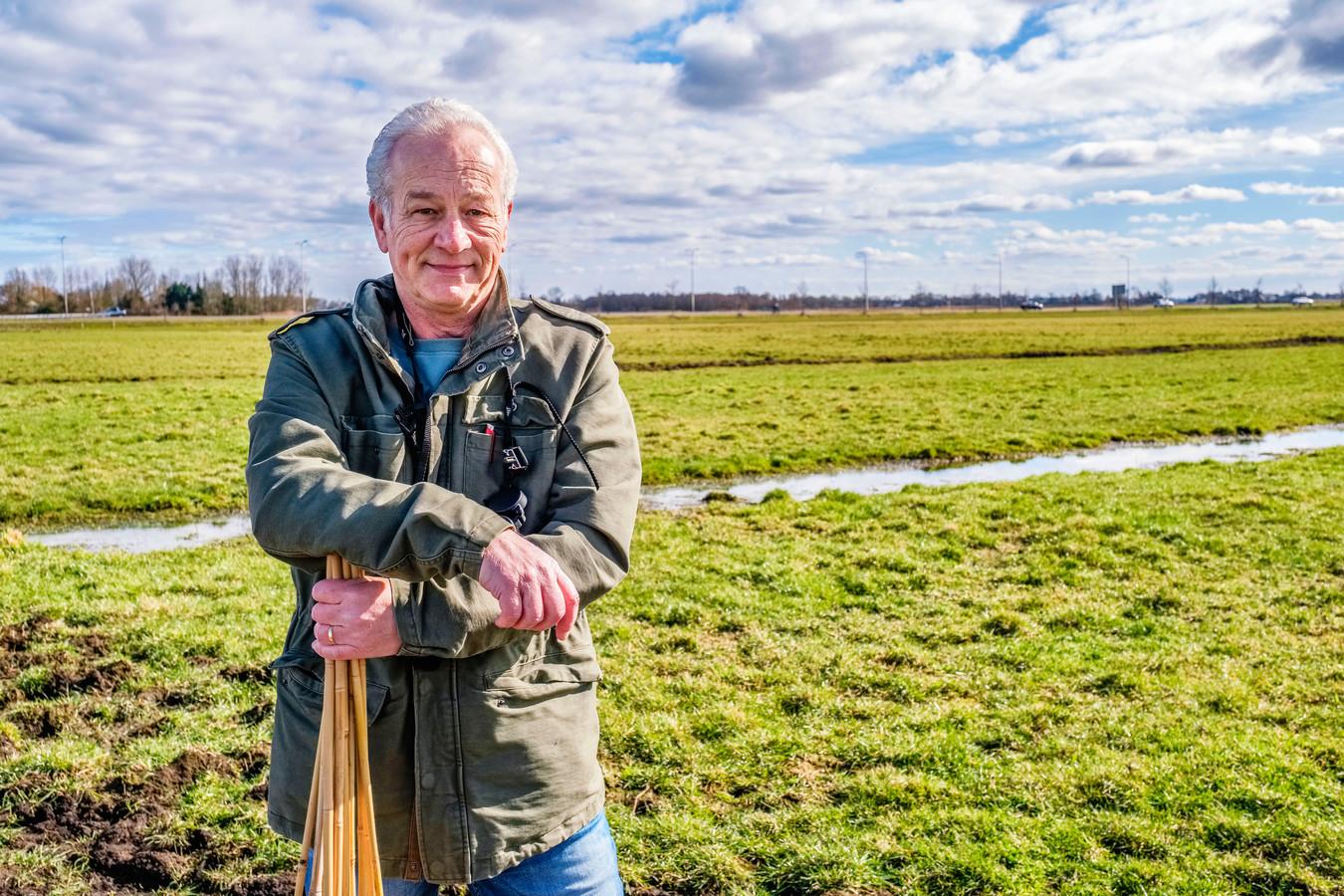Otwin Nonnekes vond op deze plek bij Vinkeveen het eerste kievietsei. We blijven op afstand om de weidevogels niet te verstoren.