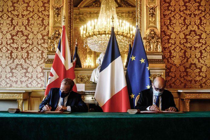 De Franse en Britse minister van Buitenlandse Zaken Jean-Yves Le Drian (R) en Dominic Raab (L).