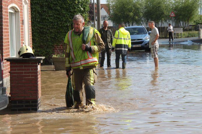 Om wateroverlast in de toekomst te vermijden gaat de provincie werken uitvoeren in de Duikerstraat in Ingelmunster.