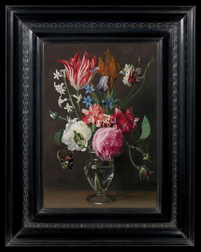 Daniel Seghers, 'Stilleven van rozen, een iris, hyacinten, akelei en een anjer in een glazen vaas, met een rode admiraalvlinder(Vanessa atalanta)', jaren veertig van de 17de eeuw. Beeld Tefaf