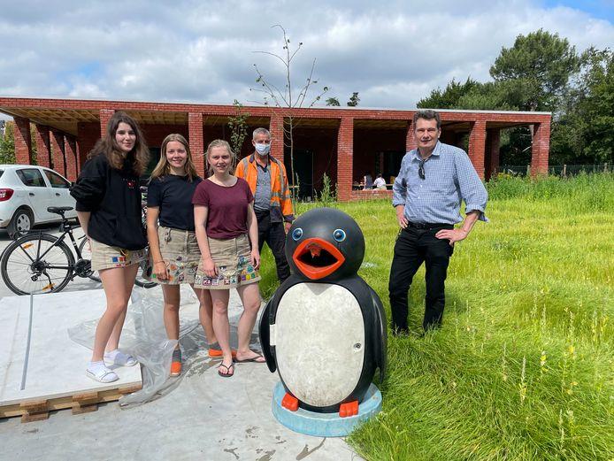 Chiro Libertus is blij met het nieuwstse 'lid': een pinguïnvuilnisbak.