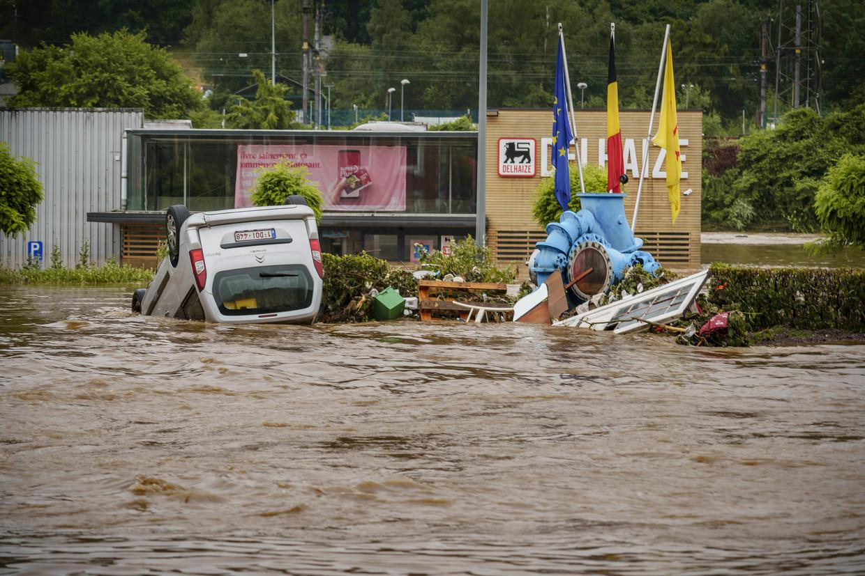 Onder meer Pepinster staat blank door de extreme regenval. Beeld Eric de Mildt