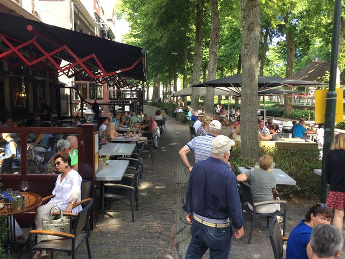 Vechten om een tafeltje hoefde niet, maar druk was het wel op de terrassen in Oisterwijk tijdens de openstelling vorig jaar.