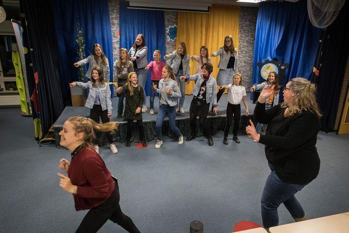 De audities van Tzjill, eind vorig jaar in Geldermalsen. Het koor werkt hard om in oktober de musical Grease te spelen.