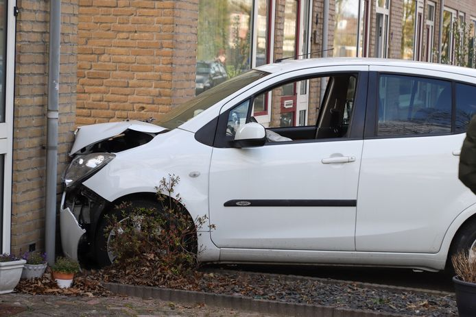 Automobilist rijdt tegen hoekhuis in Boxtel.