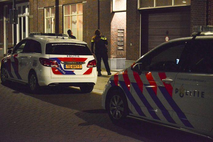 Politie in actie na een woningoverval in de Emmastraat in het Stationskwartier van Breda.