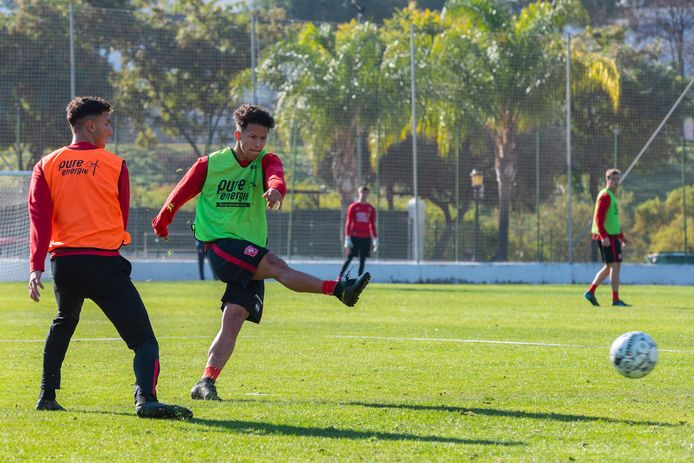 Luca Everink in actie op het trainingskamp van FC Twente in Spanje vorig jaar.