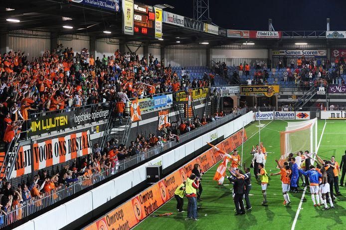 Dolle vreugde bij de spelers en supporters van RBC na de zege op FC Dordrecht tien jaar geleden.