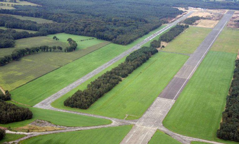 Het vliegveld van Malle  vanuit de lucht gezien.