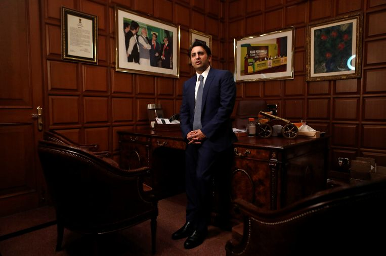 Adar Poonawalla, CEO van het Serum Institute of India. Beeld REUTERS