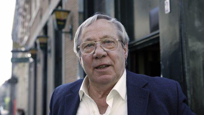 Piet Romer voor cafe Lowietje , de stamkroeg van de Cock in de tv serie Baantjer.