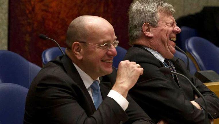 Veiligheid & Justitie kan leuk zijn, tonen minister Opstelten (r) en staatssecretaris Teeven. Beeld ANP