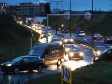 Ellenlange files bij Veenendaalse rondweg: snel gesprek met de provincie over verkeersproblemen