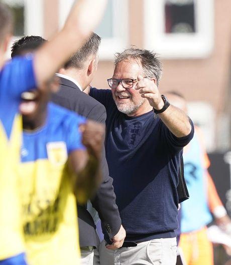 Cambuur-coach De Jong past voor feestgedruis na beste seizoenstart ooit: 'Ik ga de heg snoeien'