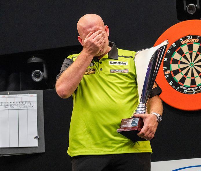 Michael van Gerwen is emotioneel na zijn eindzege bij de Nordic Darts Masters.