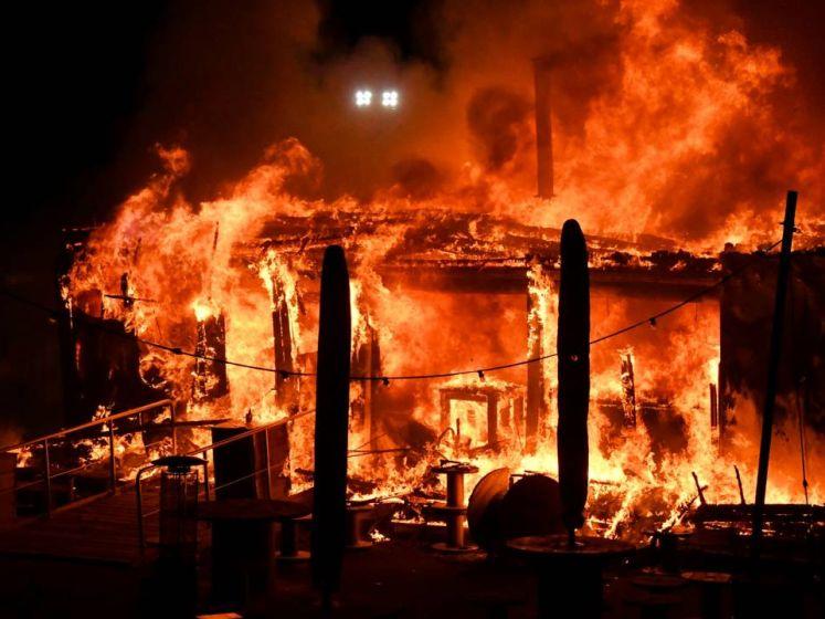 Grote brand verwoest kustpaviljoen Bar Goed
