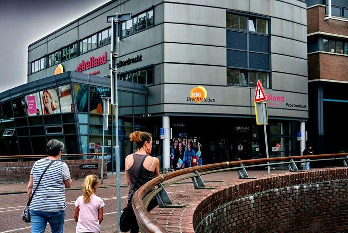 HBO Drechtsteden groeit uit zijn jasje aan het Achterom in Dordrecht.