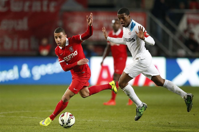 Bilal Ould-Chikh in actie namens FC Twente.
