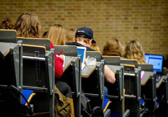 Studenten in een collegezaal. Volgens de onderzoekers van Markteffect wil één op de twintig  jongeren wel in Gorinchem studeren. (foto ter illustratie)
