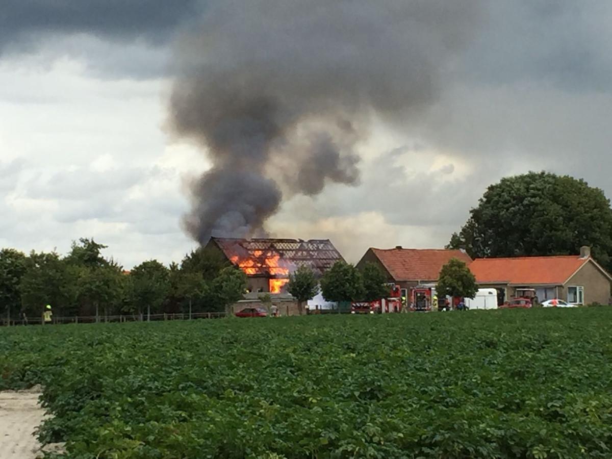 Uitslaande brand in de landbouwschuur.