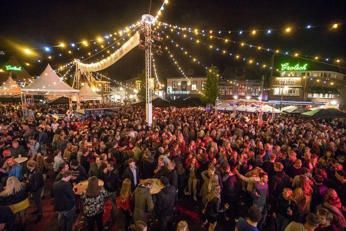 Omdat een volgepakte Groote Markt dit jaar nog niet mogelijk is tijdens de Boeskool is Lös, heeft de organisatie van het  zomerfeest met pijn in het hart besloten dit evenement niet door te laten gaan.