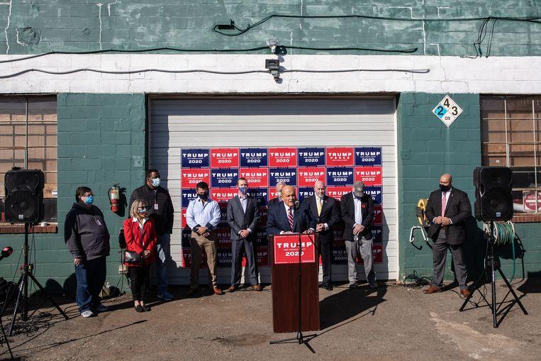Rudy Giuliani tijdens de persconferentie. Beeld Getty Images