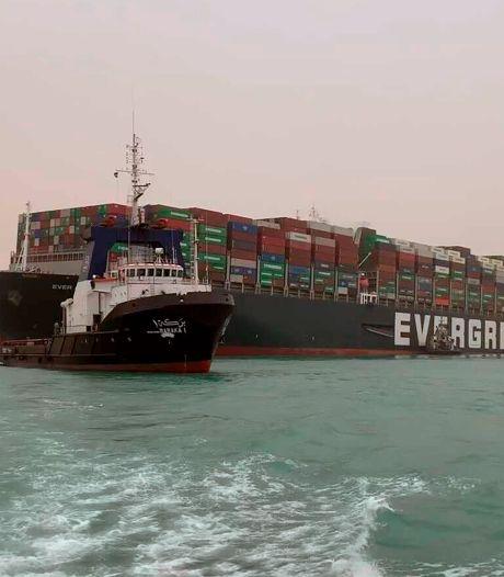 """La navigation dans le canal de Suez """"temporairement suspendue"""" jusqu'à la remise à flot du navire géant"""