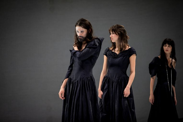 'Hamlet' (Toneelhuis) van Kuiperskaai en Lisaboa Houbrechts. Beeld Sofie Silbermann