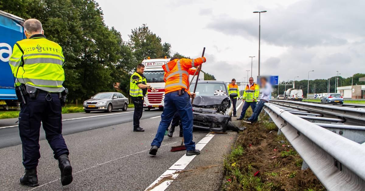 Gewonde en file door ongeval op A1 bij Terschuur.