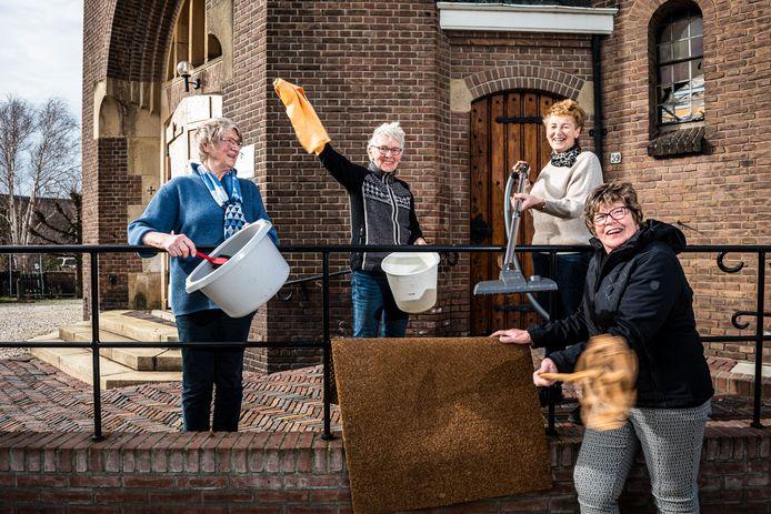 Het 'schoonmaak-team' is dolblij dat de OLV Geboortekerk in Hoogmade wordt herbouwd.