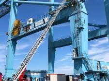 Containerkraan vat vuur in haven Zeebrugge: arbeider zit vast op 35 meter hoogte