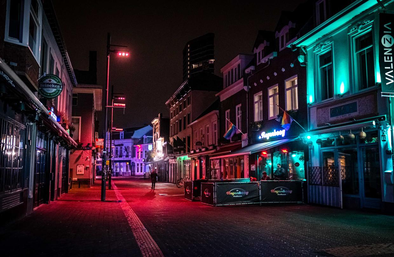 Uitgaansstraat Stratumseind in Eindhoven. Vanwege het beperken van sociale contacten was het zaterdagnacht erg rustig.