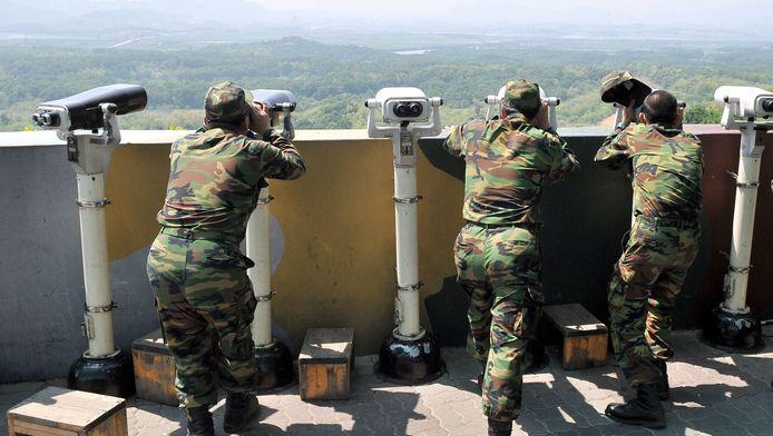 Soldaten in Zuid-Korea houden de grens met Noord-Korea scherp in de gaten.