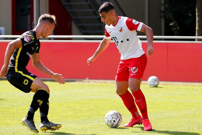 Daniël Arzani (rechts) in actie namens FC Utrecht.