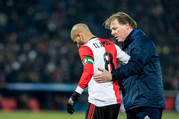 Fred Zwang helpt in zijn tijd als verzorger van Feyenoord Karim el Ahmadi op de been.