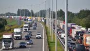 Trucker rijdt in op voorligger in werfzone op E17: weer kilometerslange file