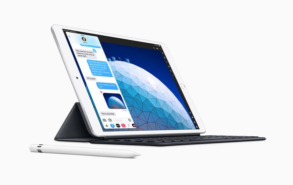 De iPad Air met een Smart Keyboard en Apple Pencil.