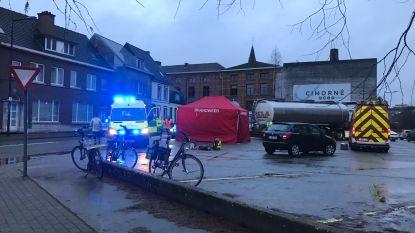 """Jongen (11) doodgereden door vrachtwagen aan fabriek in centrum Aalst, ooggetuigen in shock: """"Het gegil, de wanhoop van de chauffeur, zal ik nooit vergeten"""""""