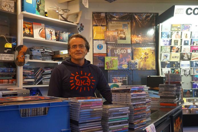 Aad Verbunt in zijn winkel aan de Korvelseweg.