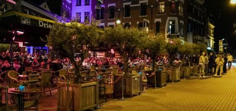 Horecaprotest breidt zich uit, overal terrassen opgebouwd: 'Buiten open kan prima'