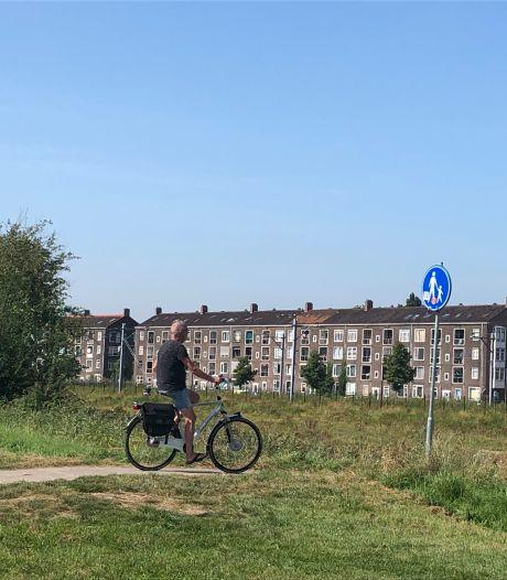 Er waren brede paden beloofd, maar voorlopig is het dringen voor fietsers en voetgangers bij Nieuw Sluis