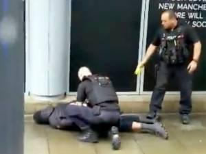 Cinq personnes poignardées dans un centre commercial à Manchester