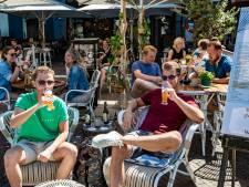 Jubelstemming op terras tussen de dranghekken in Deventer: 'Alles leeft hier weer'