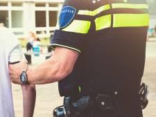 Man (24) uit Vorstenbosch heeft vuurwapens en drugs in woning liggen, aangehouden na zoekactie in woonwijk