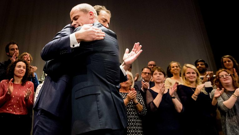 Diederik Samsom en Lodewijk Asscher tijdens de uitslag van de PvdA-lijsttrekkersverkiezing Beeld anp