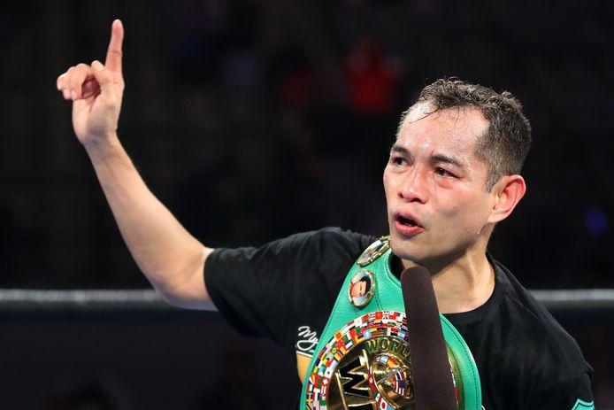 Nonito Donaire viert zijn KO-overwinning in de vierde ronde tegen Nordine Oubaali