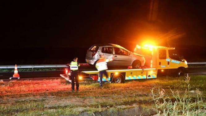 Dronken automobilist slaat over de kop op snelweg A58 bij 's-Heer Arendskerke