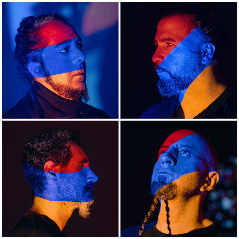 Boven: Daron Malakian, John Dolmayan; Beneden:  Serj Tankian, Shavo Odadjian Beeld ARMEN KELESHIAN