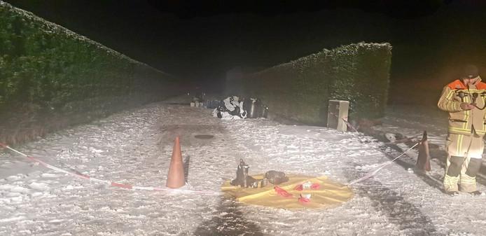 De ongeveer 25 vaten met chemisch drugsafval die waren gedumpt op de Rotsestraat in Overasselt.